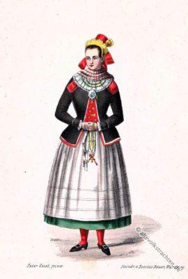 Mariabildjungfrau. Saaltracht. Original alte Dirndl. Alte Bayerische Originaltrachten. Historische Kostüme.