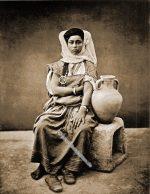 Berber Nomadin aus Tunesien um 1880.