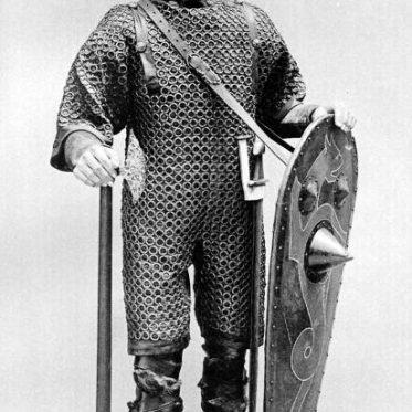 Normanischer Ritter in Kettenpanzer um 1070.