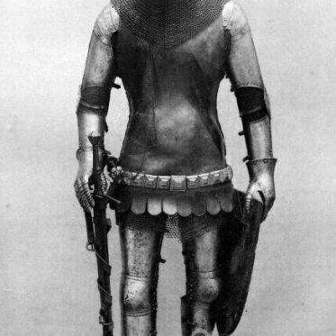 Ritter mit Turnierhelm. Zweite Hälfte des 14. Jahrhunderts.
