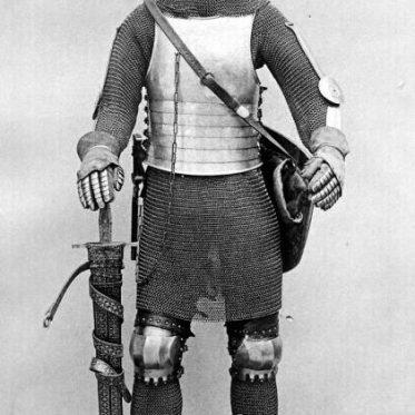 Ritter mit Lendner. Ritterrüstung im 14. Jahrhundert. Waffenkunde