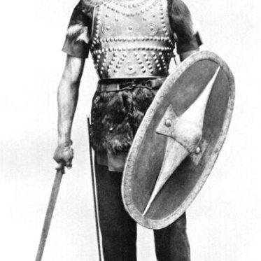 Gallischer Krieger von ca. 400 - 200 vor Chr. in orig. Bewaffnung.