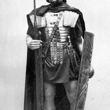 Soldat der Antike. Römischer Legionär in voller Rüstung um 100 n. Chr.