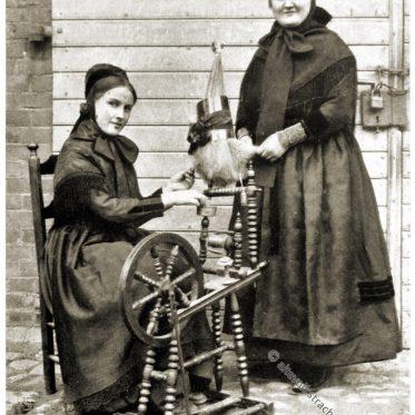 Frauentrachten aus Hille, Minden um 1912.