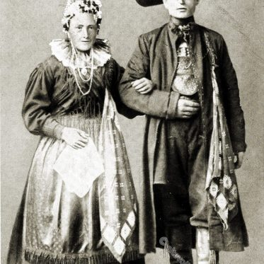 Altfränkische Volkstrachten. Brautpaar aus Mistelgau, Oberfranken.