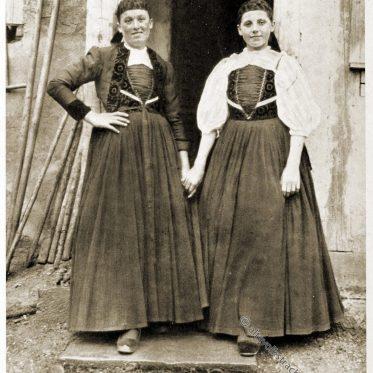 Frauentrachten aus Schwenningen, Trossingen um 1912