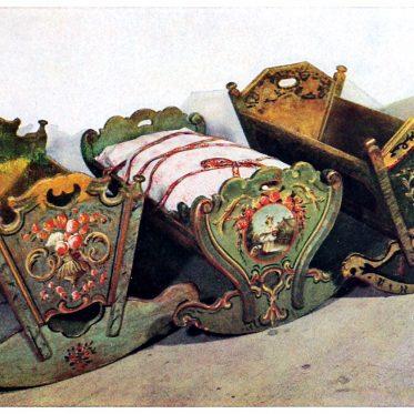 Bemalte Kinderwiegen 18. u. 19. Jahrhundert.
