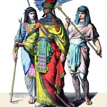 Ägyptischer Pharao mit Hofbeamten.