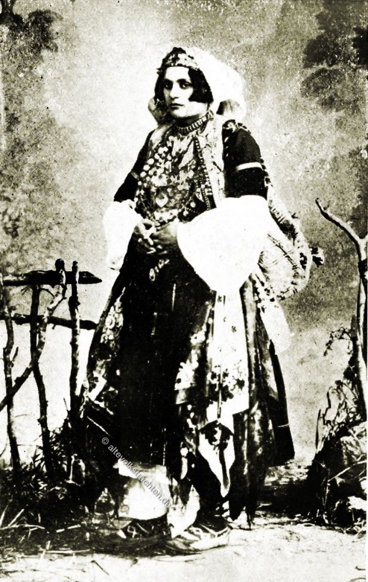 Historische Balkan Trachten, albanische Bäuerin, Festkleid, Albanien, Lucy Mary Jane Garnett