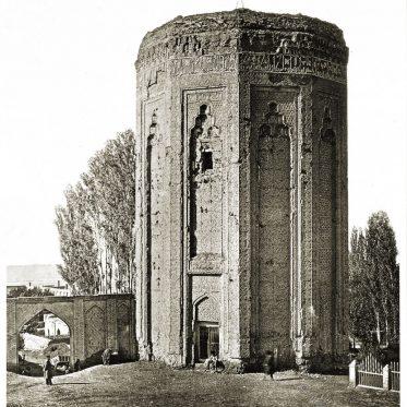 Das Momine Khatun Mausoleum. Denkmäler persischer Baukunst.