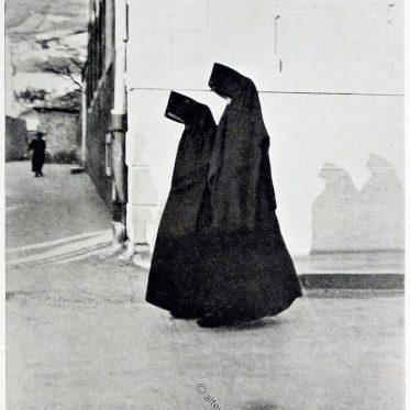 Türkische Frauen in Mostar. Bosnien und Herzegowina.