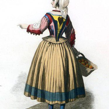 Eine Frau in der Tracht von Ploaghe. Italien Sardinien.