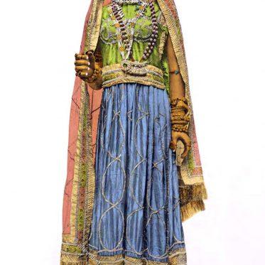 Traditionelle Tragweise von Kleidung und Schmuck in Nordindien.