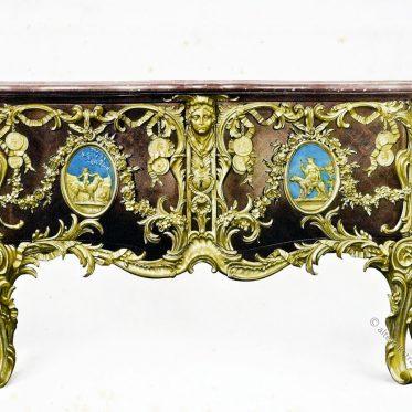 Commode-médaillier von Antoine Gaudreau für Ludwig XV. von 1739.