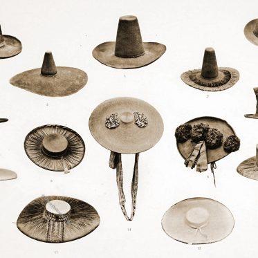 Traditionelle Hüte aus den österreichischen Alpenländern.