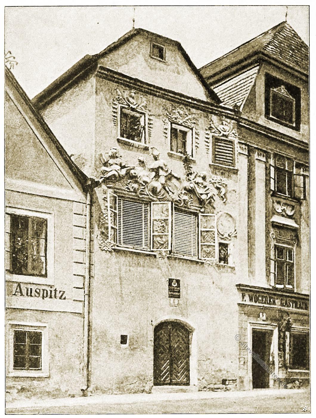 Mesnerhaus, Nepomuk, Krems, Fassade, Architektur, Österreich, Stadtansicht, Hartwig, Fischel, Wahrzeichen, Schopfwalmdach,